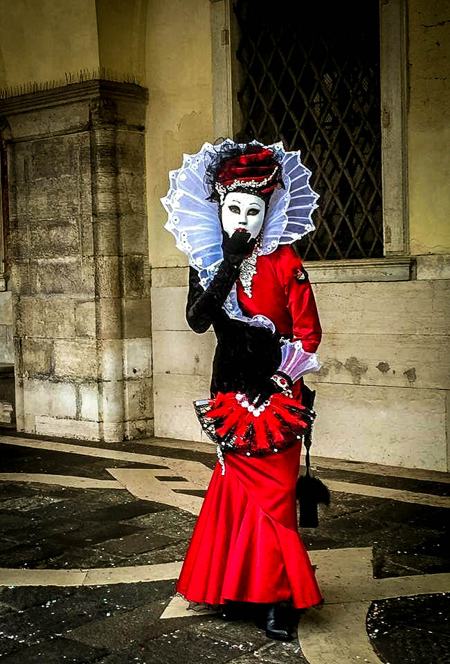 White and black dress at the carnival of Venice