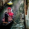 8 photos illustrating that the Carnival of Venice really makes you travel back in time