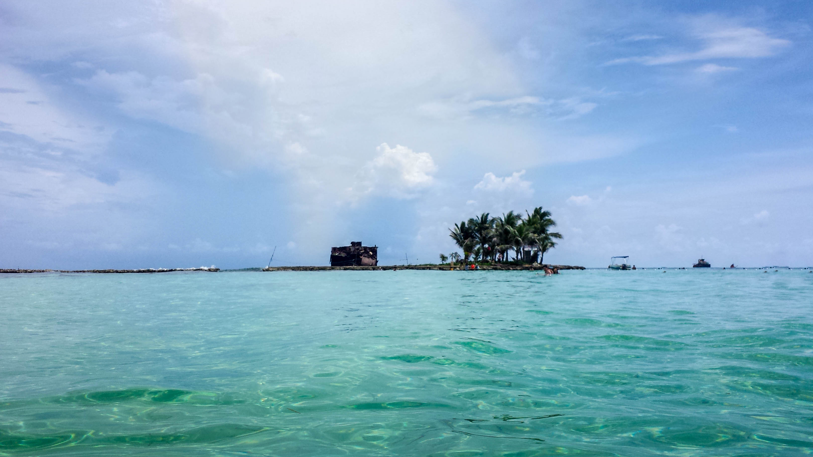 The islands of San Andres and Providencia are located right in the middle of the Caribbean Sea. Because of their location, fauna and flora are unique in this part of the world.