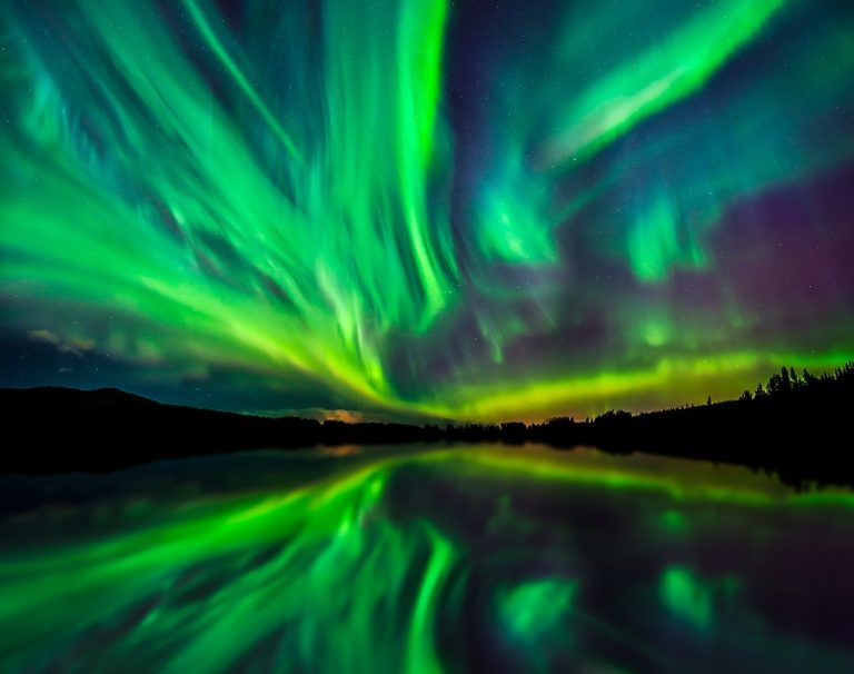 It's impossible to photograph the northern lights with a smartphone professionally. However, you can give it a try.