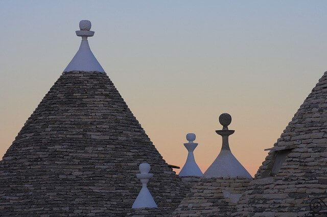 Roadtrip-Puglia-trulli rooftops in Alberobello