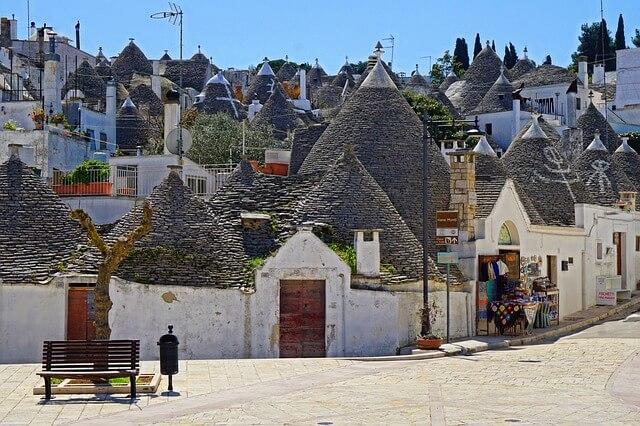 Puglia-roadtrip-Alberobello