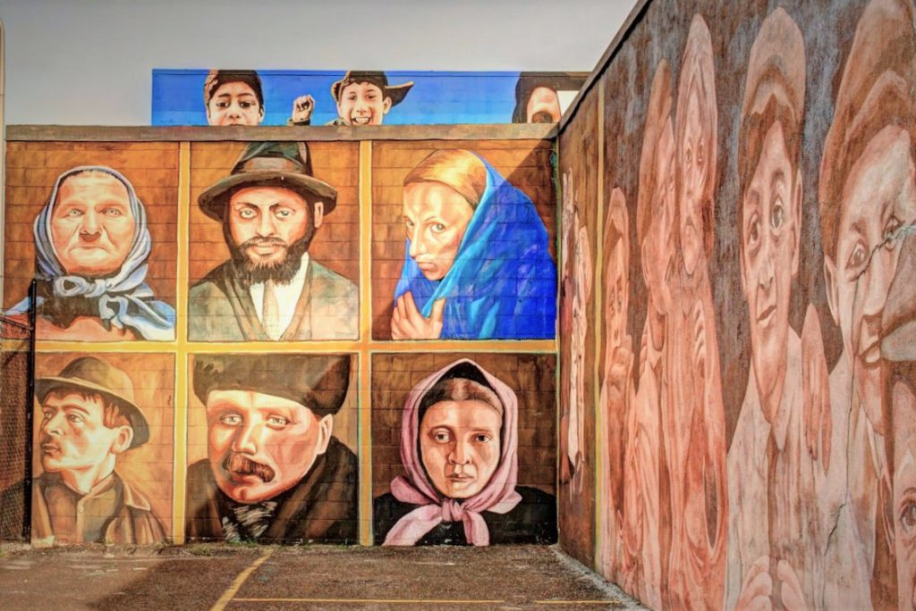 A  section of the 180 m length mural History of Inmigration