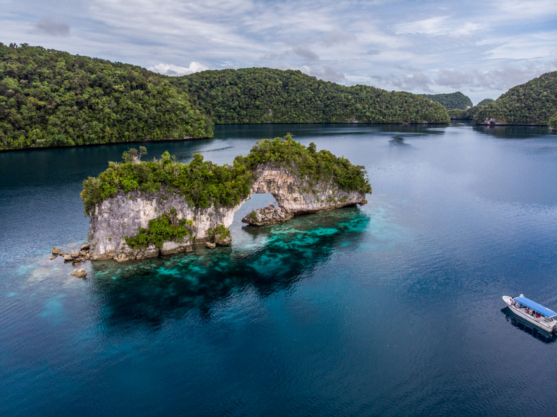 The Arch is one of the Rock Islands most beautiful locations - Jellyfish Lake tour