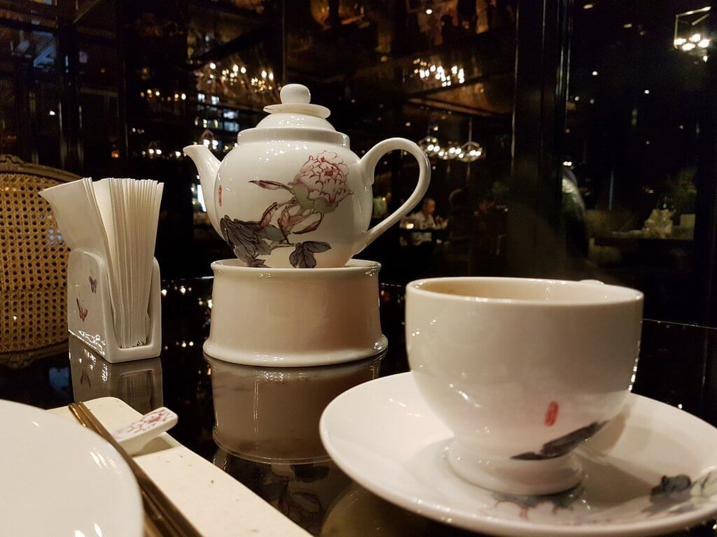 Tea selections start at 5 EUR for a pot