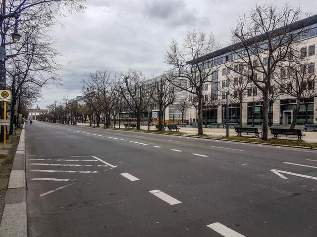 Unten den Linden empty at coronavirus