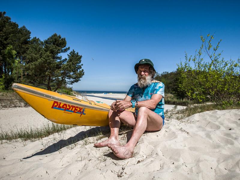 Doba preparing his short distance kajak at the Baltic Sea