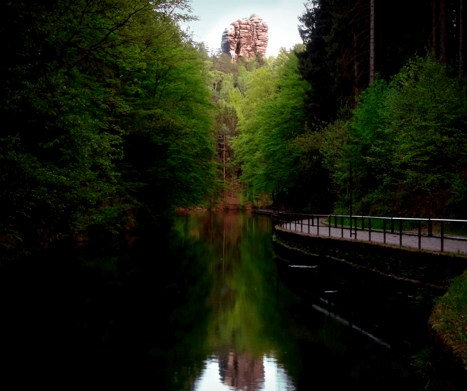 Reflection of the Hönigstein from the Amselsee