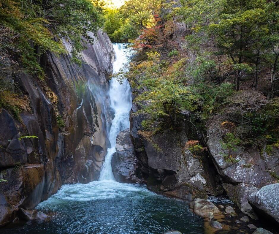 Nanada Waterfall at hiking routes Tokyo