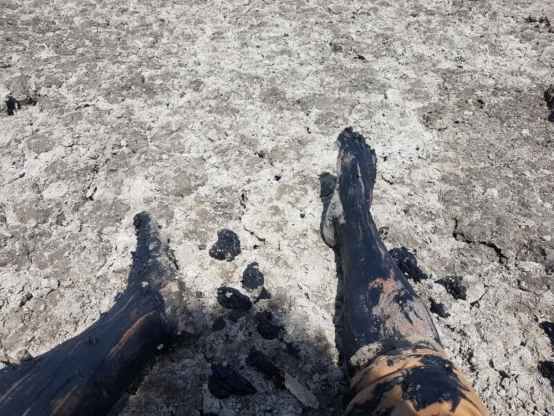 Lac Abbe- Lac Assal - Djiboutimy legs full of mud and sulphuric quicksand