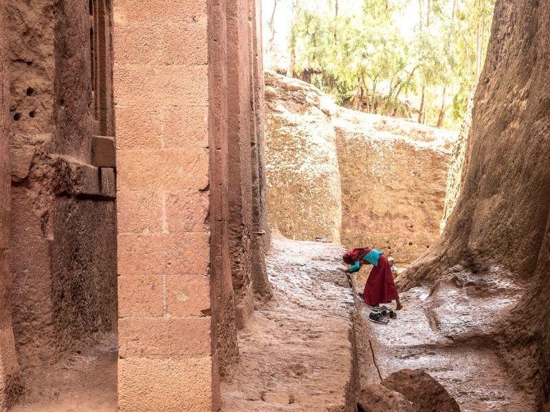 Pilgrim visiting Lalibela's rock-hewn churches