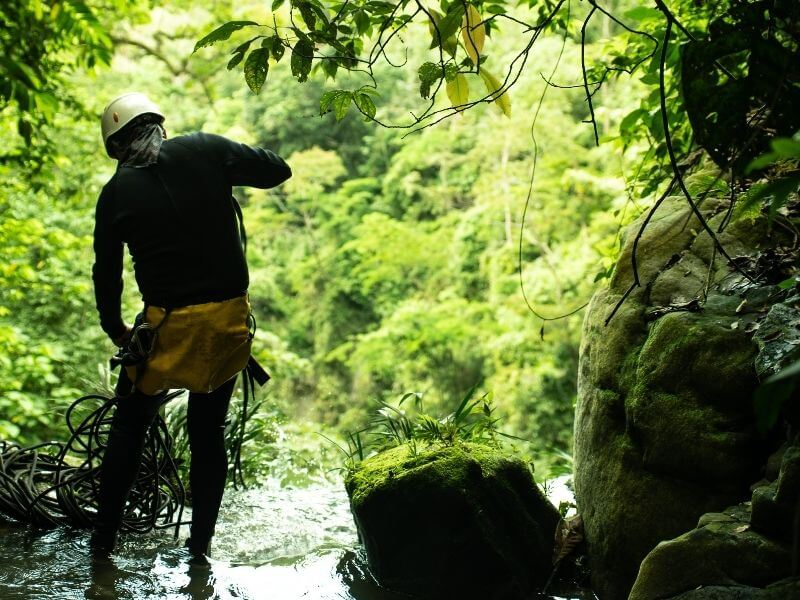 Securing ropes in waterfall Melgar-colombia