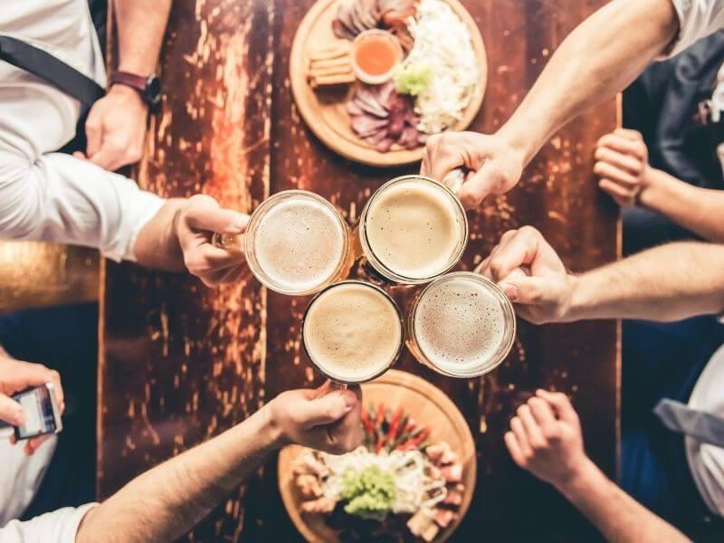 Meet new people in a pub quiz night